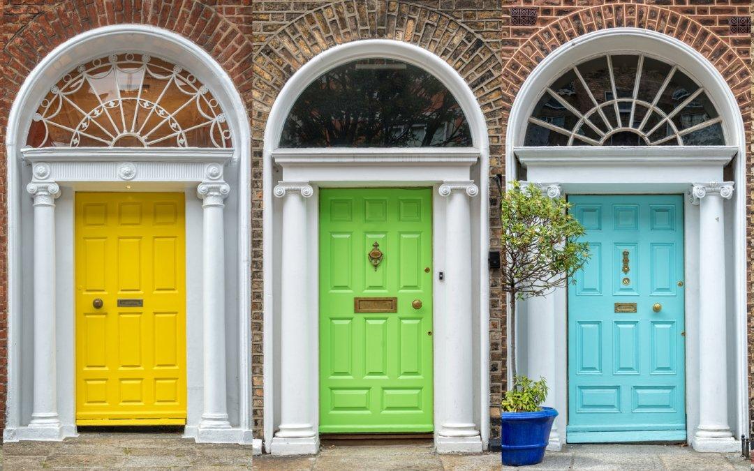 How do you renew a wooden door?